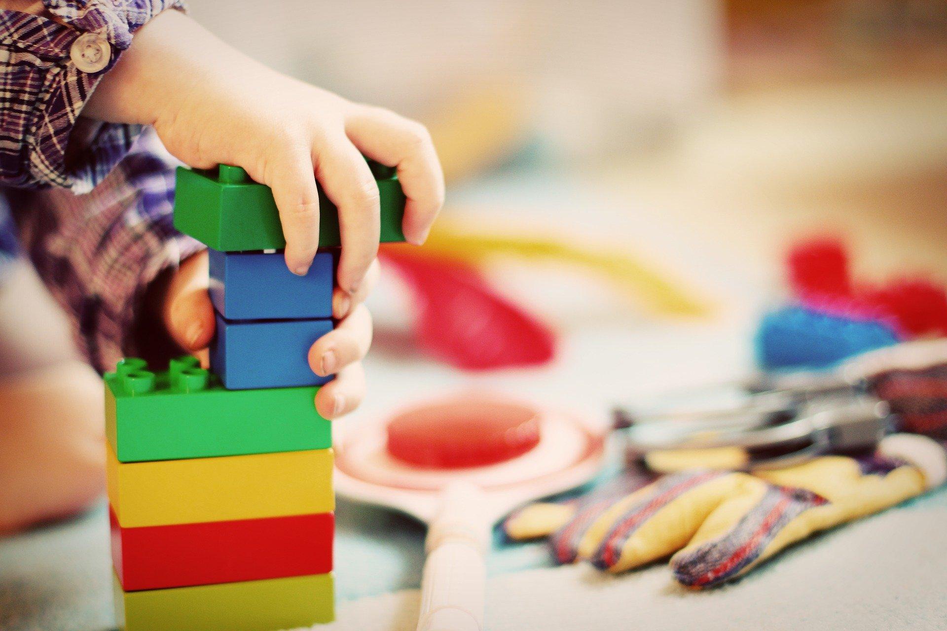 Avoir un espace de jeu pour les enfants chez soi.